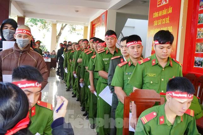 Chủ nhật Đỏ tại Công an tỉnh Đắk Lắk: Nhà tu hành, người dân vào hiến máu ảnh 3