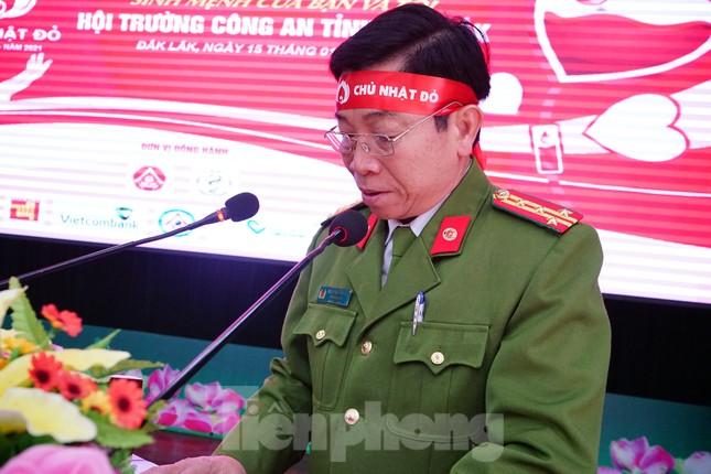 Chủ nhật Đỏ tại Công an tỉnh Đắk Lắk: Nhà tu hành, người dân vào hiến máu ảnh 9