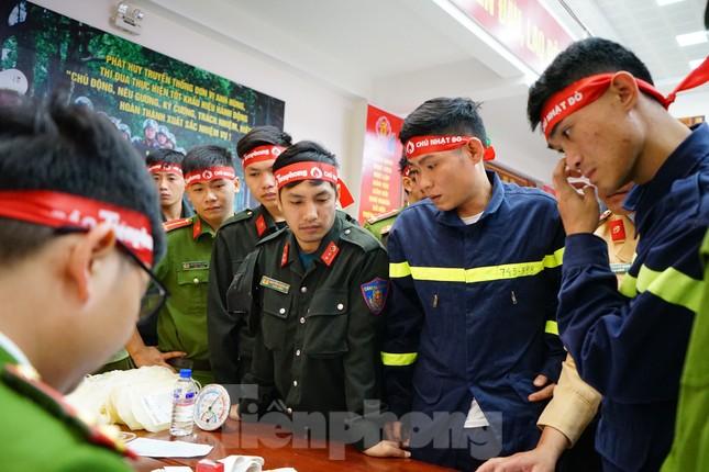 Chủ nhật Đỏ tại Công an tỉnh Đắk Lắk: Nhà tu hành, người dân vào hiến máu ảnh 18