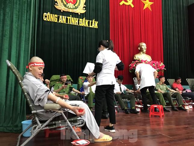 Chủ nhật Đỏ tại Công an tỉnh Đắk Lắk: Nhà tu hành, người dân vào hiến máu ảnh 5