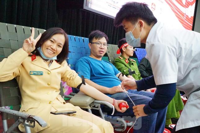 Chủ nhật Đỏ tại Công an tỉnh Đắk Lắk: Nhà tu hành, người dân vào hiến máu ảnh 11