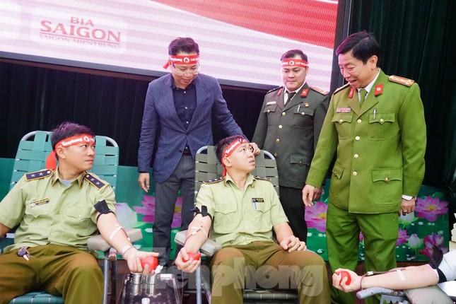 Chủ nhật Đỏ tại Công an tỉnh Đắk Lắk: Nhà tu hành, người dân vào hiến máu ảnh 6