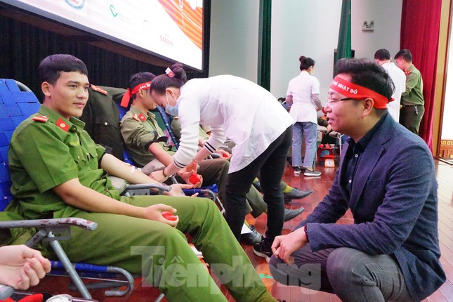 Chủ nhật Đỏ tại Công an tỉnh Đắk Lắk: Nhà tu hành, người dân vào hiến máu ảnh 14