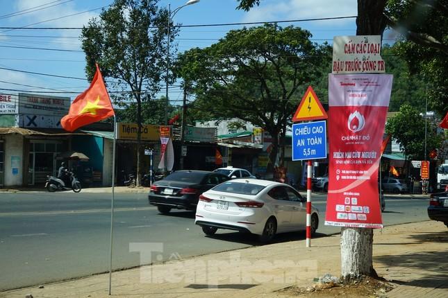 Chủ nhật Đỏ ở Tây Nguyên ngày 2/2: Hơn 2.200 người dân huyện Ea Kar muốn hiến máu ảnh 2