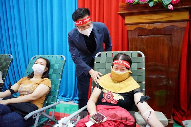 Chủ nhật Đỏ ở Tây Nguyên: Dậy từ 3h sáng đi hiến máu ảnh 1