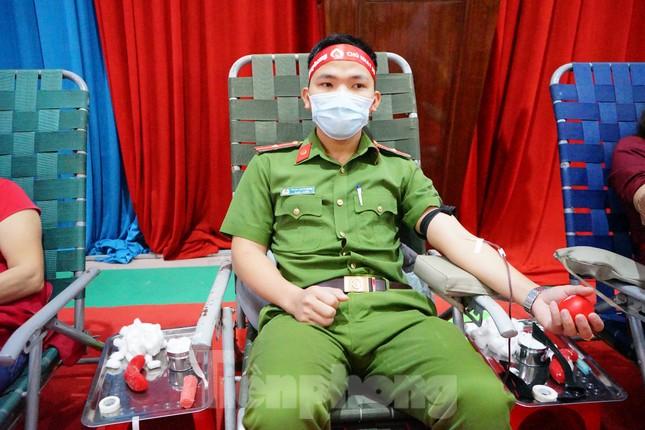 Chủ nhật Đỏ ở Tây Nguyên: Dậy từ 3h sáng đi hiến máu ảnh 4
