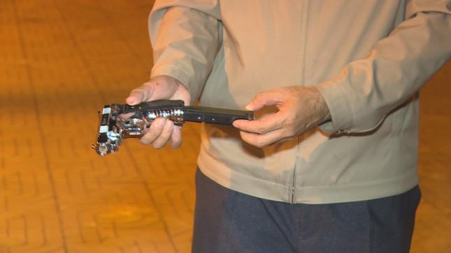 Thanh niên mang theo súng đạn để vận chuyển hàng tạ pháo hoa ảnh 2