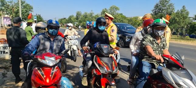 Hàng nghìn người dân bị CSGT 'chặn xe' để lì xì ảnh 3