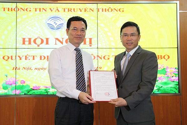 Bộ trưởng TT&TT trao quyết định bổ nhiệm Tổng biên tập báo VietNamNet ảnh 1