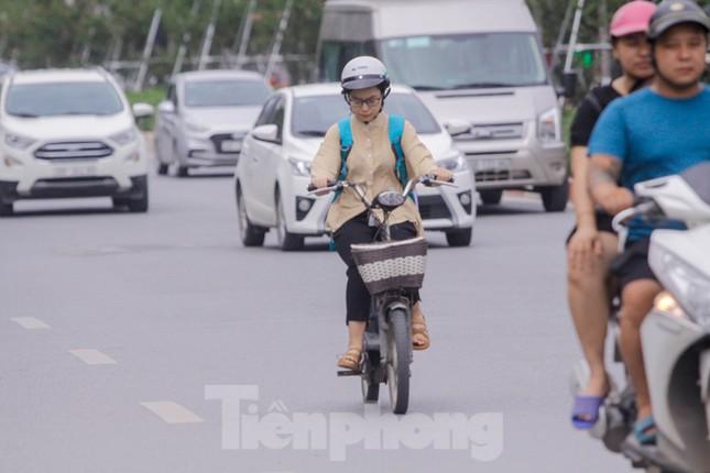 Xe đạp điện phóng như xe máy trên đường phố Hà Nội ảnh 8