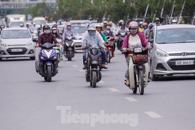 Xe đạp điện phóng như xe máy trên đường phố Hà Nội ảnh 9