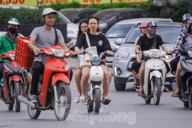 Xe đạp điện phóng như xe máy trên đường phố Hà Nội ảnh 1