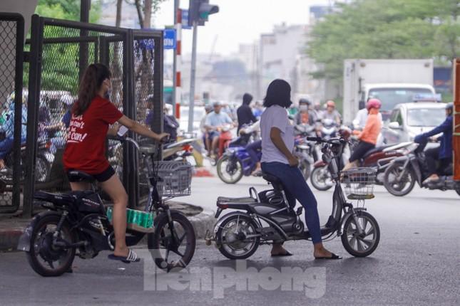 Xe đạp điện phóng như xe máy trên đường phố Hà Nội ảnh 2