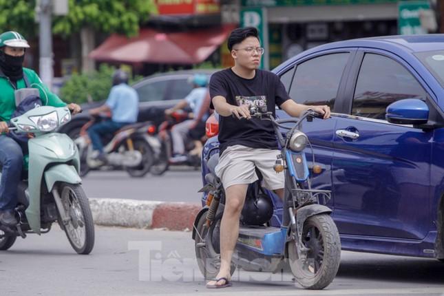 Xe đạp điện phóng như xe máy trên đường phố Hà Nội ảnh 6