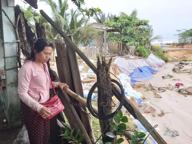 Nước 'lũ' rút, ô tô bị cuốn trôi, nhiều nhà dân ở Phú Quốc tan hoang ảnh 2