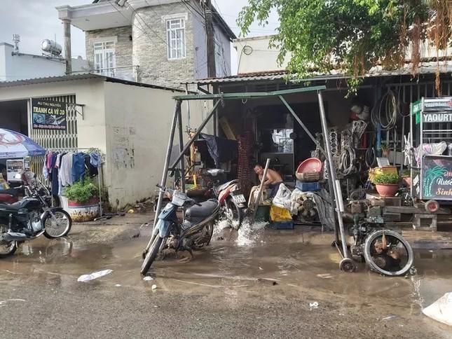 Nước 'lũ' rút, ô tô bị cuốn trôi, nhiều nhà dân ở Phú Quốc tan hoang ảnh 3