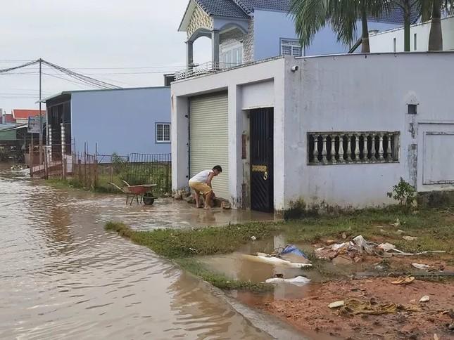 Nước 'lũ' rút, ô tô bị cuốn trôi, nhiều nhà dân ở Phú Quốc tan hoang ảnh 6