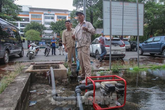 Chung cư Hà Nội súc xả bể nước sau sự cố nhiễm bẩn ảnh 2