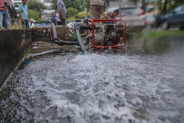 Chung cư Hà Nội súc xả bể nước sau sự cố nhiễm bẩn ảnh 4