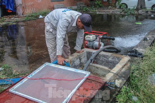 Chung cư Hà Nội súc xả bể nước sau sự cố nhiễm bẩn ảnh 5