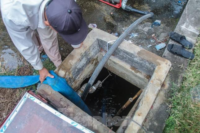 Chung cư Hà Nội súc xả bể nước sau sự cố nhiễm bẩn ảnh 6