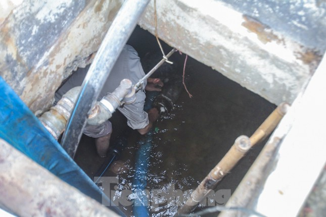 Chung cư Hà Nội súc xả bể nước sau sự cố nhiễm bẩn ảnh 7