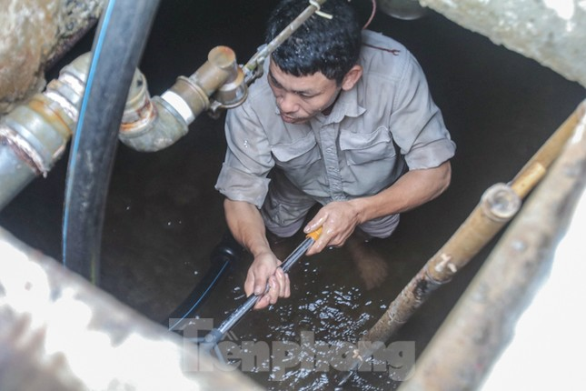 Chung cư Hà Nội súc xả bể nước sau sự cố nhiễm bẩn ảnh 8