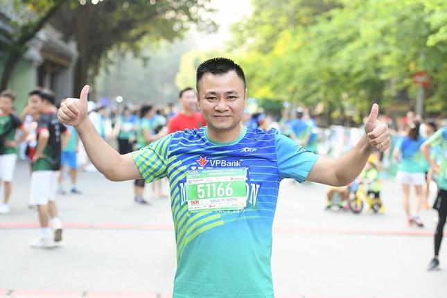 Dàn nghệ sĩ nổi tiếng Việt Nam thi chạy VPBank Hanoi Marathon ở Hồ Gươm ảnh 2