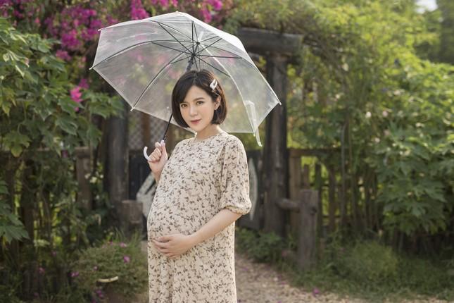 Hot girl Tú Linh M.U không màng showbiz, hài lòng việc làm vợ, làm mẹ ảnh 1