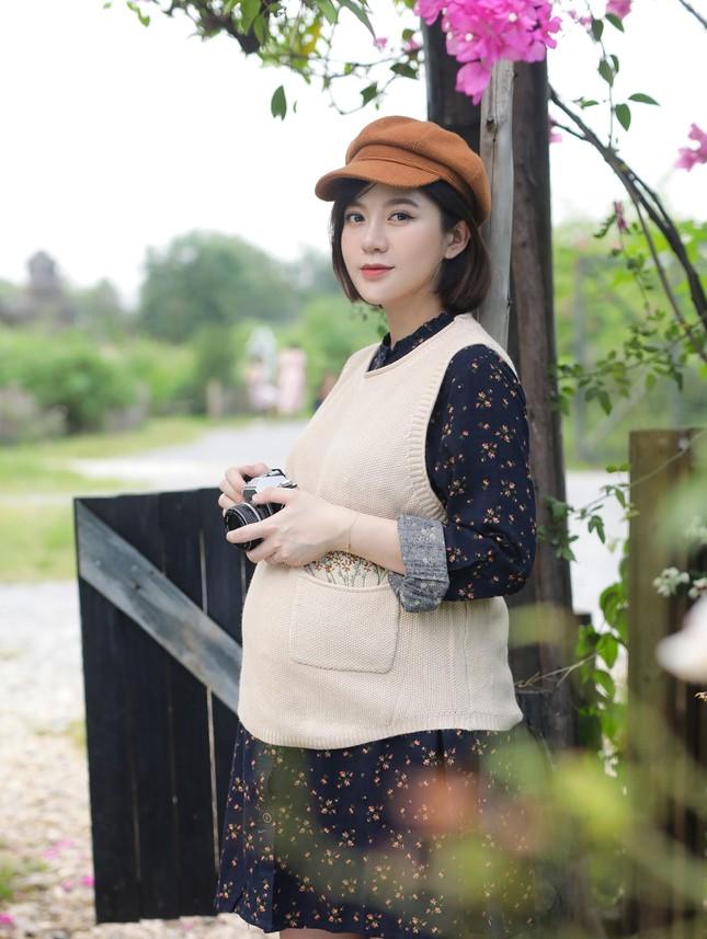 Hot girl Tú Linh M.U không màng showbiz, hài lòng việc làm vợ, làm mẹ ảnh 2