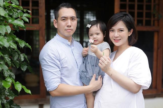 Hot girl Tú Linh M.U không màng showbiz, hài lòng việc làm vợ, làm mẹ ảnh 4