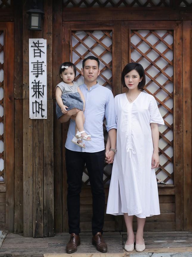 Hot girl Tú Linh M.U không màng showbiz, hài lòng việc làm vợ, làm mẹ ảnh 6