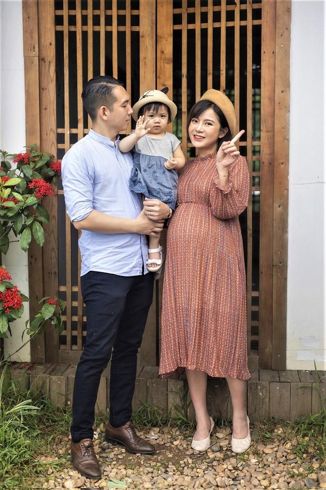 Hot girl Tú Linh M.U không màng showbiz, hài lòng việc làm vợ, làm mẹ ảnh 7