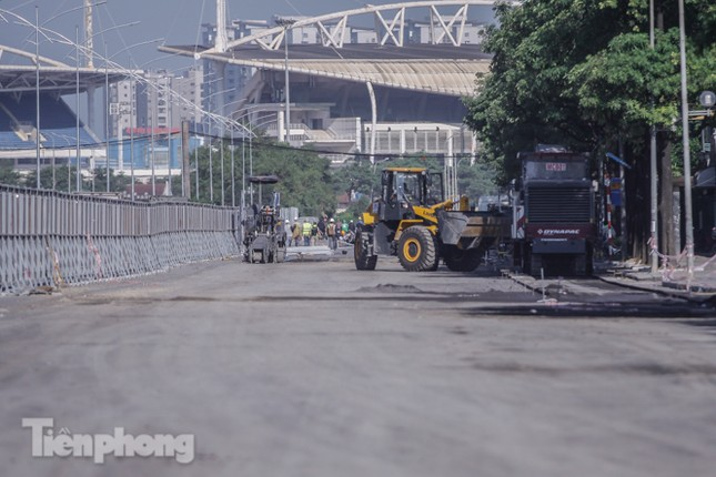 Dựng rào chắn thi công đường đua F1 ảnh 13