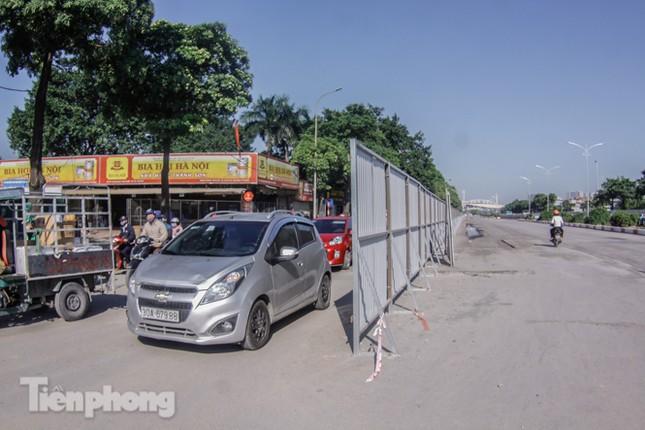 Dựng rào chắn thi công đường đua F1 ảnh 1