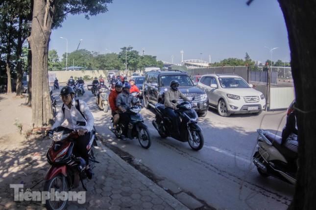 Dựng rào chắn thi công đường đua F1 ảnh 4