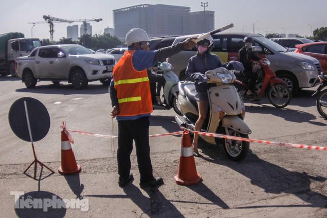 Dựng rào chắn thi công đường đua F1 ảnh 8