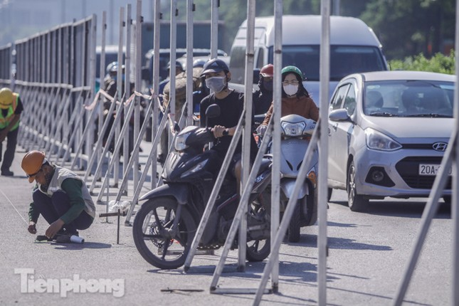 Dựng rào chắn thi công đường đua F1 ảnh 9