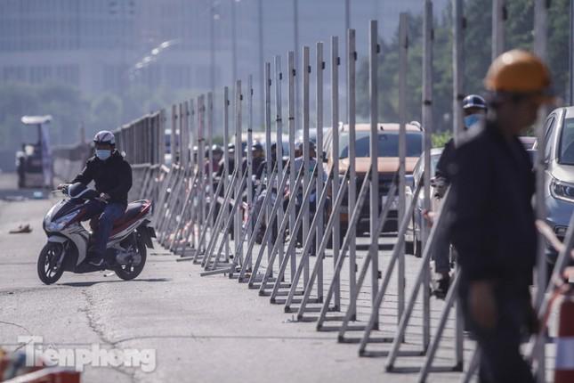 Dựng rào chắn thi công đường đua F1 ảnh 10
