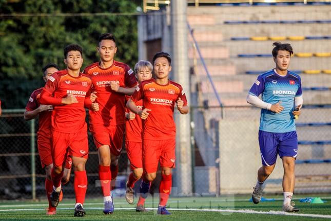 U22 Việt Nam tập cật lực trước sự 'thăm nom' của thầy Park ảnh 11