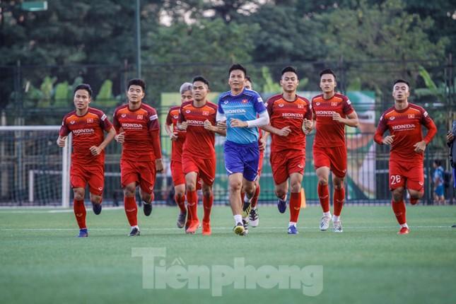 U22 Việt Nam tập cật lực trước sự 'thăm nom' của thầy Park ảnh 7