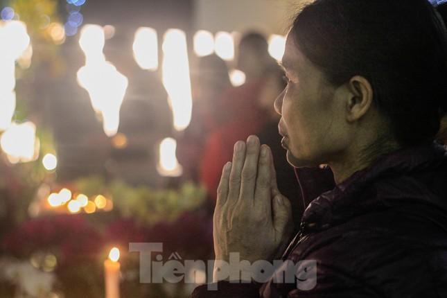Giáo xứ Thái Hà thắp nến, cầu nguyện trong đêm Giáng sinh ảnh 5