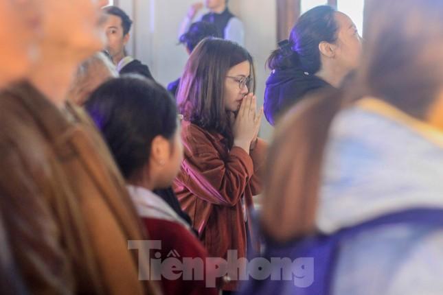 Giáo xứ Thái Hà thắp nến, cầu nguyện trong đêm Giáng sinh ảnh 6