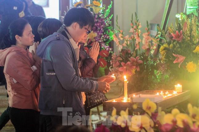 Giáo xứ Thái Hà thắp nến, cầu nguyện trong đêm Giáng sinh ảnh 8