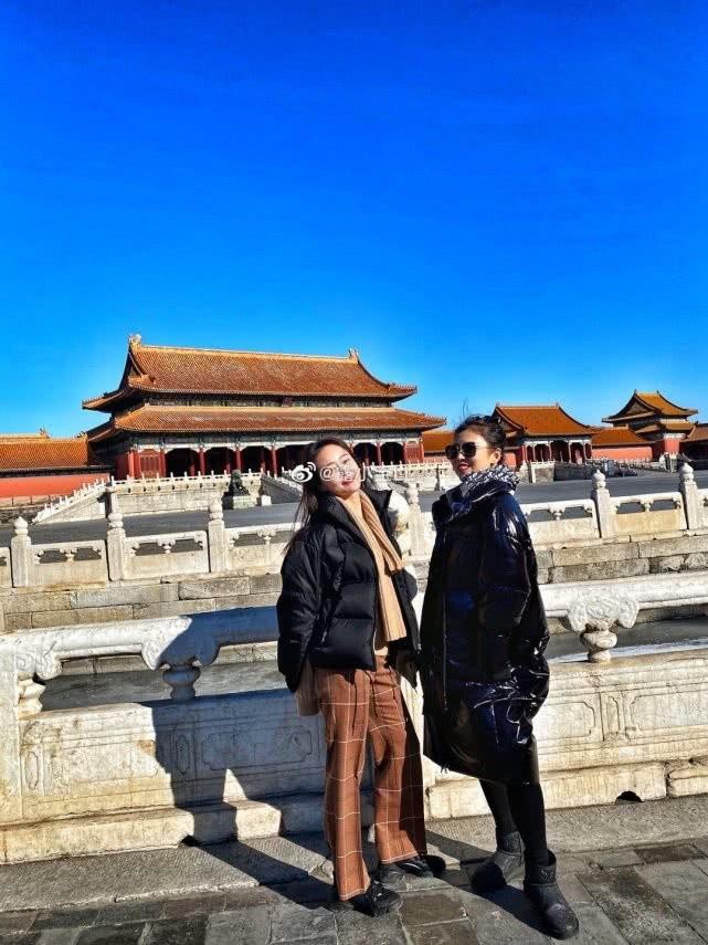 Người mẫu Trung Quốc bị tẩy chay vì lái Mercedes vào Tử Cấm Thành ảnh 2