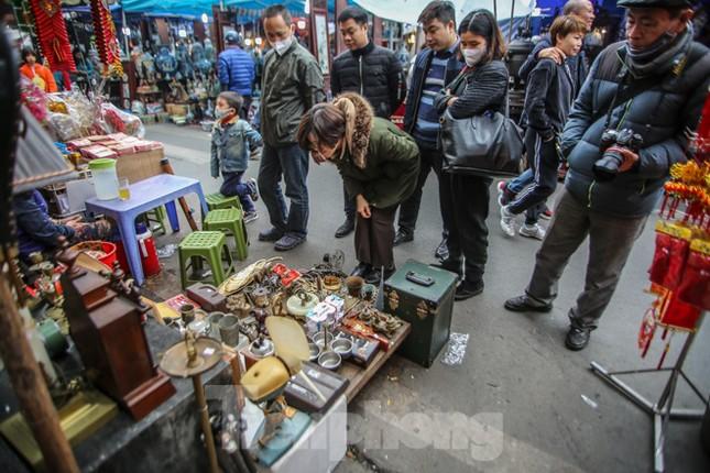 'Thời ông bà anh' ở phiên chợ Tết kỳ lạ đất Hà Thành ảnh 12