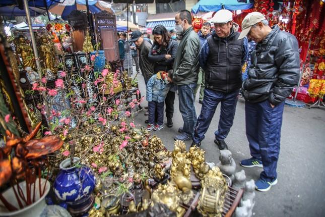 'Thời ông bà anh' ở phiên chợ Tết kỳ lạ đất Hà Thành ảnh 1