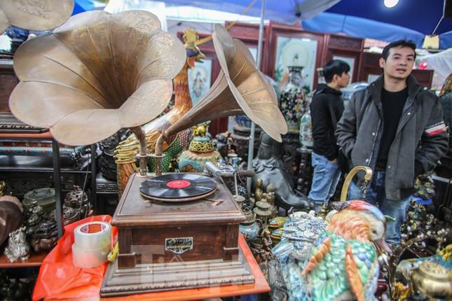 'Thời ông bà anh' ở phiên chợ Tết kỳ lạ đất Hà Thành ảnh 2