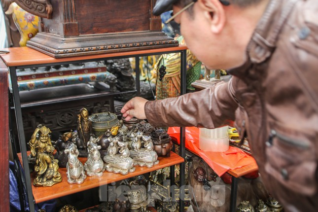 'Thời ông bà anh' ở phiên chợ Tết kỳ lạ đất Hà Thành ảnh 3
