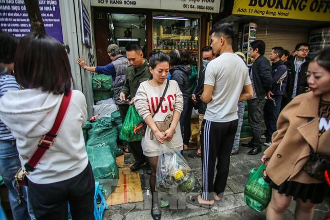 'Rồng rắn' xếp hàng mua giò, chả trên phố cổ ảnh 11